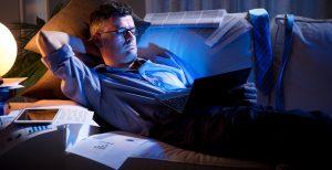 Thức khuya khiến cơ thể suy nhược