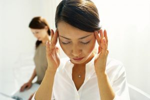 Thay đổi tư thế đột ngột khiến người huyết áp thấp hoa mắt chóng mặt