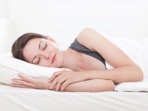 Chữa bệnh huyết áp thấp cần người bệnh ngủ đủ giấc mỗi ngày