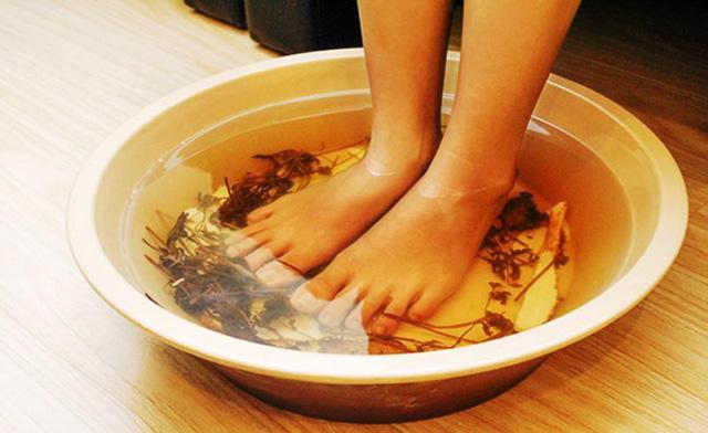 ngâm chân giúp cải thiện bệnh rối loạn tiền đình